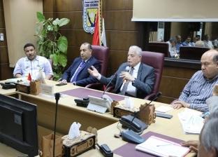 محافظ جنوب سيناء يجتمع بالمستثمرين لبحث سداد مديونات الدولة