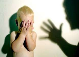 أقارب طفلة يتهمون زوجة والدها بتعذيبها في دمياط