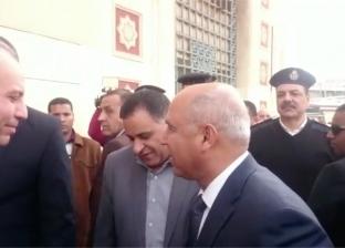 بالفيديو| كامل الوزير يصل محطة مصر ويجتمع بقيادات السكة الحديد