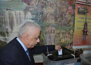 بالصور| وزير التعليم يدلي بصوته في الاستفتاء على التعديلات الدستورية