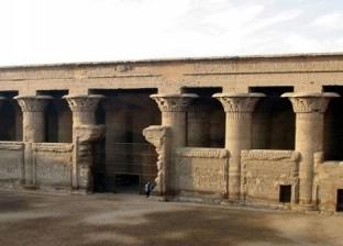 """سقوط جزء من سور معبد إسنا.. ورئيس """"الآثار المصرية"""" يكشف السبب"""