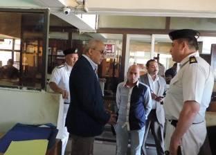 مدير أمن مطروح يوفد لجنة مرورية لفحص السيارات بسيوة