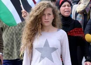 """""""عهد التميمي"""" تزين الجناح الفلسطيني بمعرض الكتاب"""