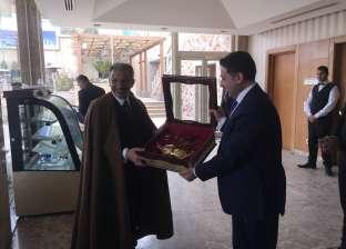 """السفراء العرب يكرمون """"قطان"""" ويدعونه لتطوير العلاقات مع إفريقيا"""