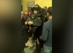 رجال المفرقعات أثناء تمشيط منزل إرهابي حادث الدرب الأحمر