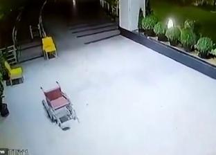 شبح أم رياح ؟.. فيديو لكرسي متحرك بمستشفى هندي يثير الجدل