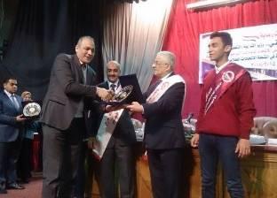 """تكريم وكيل """"تعليم القاهرة"""" بعد فوزها بمسابقة أنشط قسم للاتحادات"""