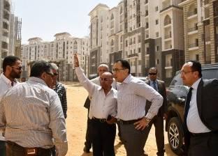 وزير الإسكان يتفقد أعمال توصيل المرافق بأحياء العاصمة الإدارية