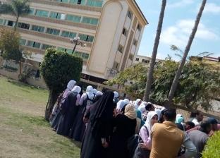 """وقفة لطلاب """"تمريض كفر الشيخ"""" اعتراضا على نقلهم.. ووكيل الصحة ينفي"""