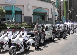 للشعب المحتفل بالعيد شرطة تحميه: رجال الطوارئ على طول الخط