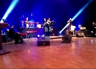 وزيرة الثقافة تعزف بحفل غنائي