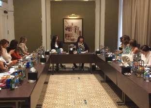 إيناس عبدالدايم تلتقي بسيدات منتدى عمان الثقافي