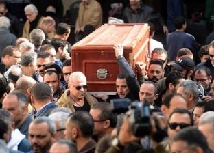 نجوم الفن يغيبون عن جنازة «عبدالغنى» ويحضرون على مواقع التواصل الاجتماعى.. وابنه يدخل فى نوبة بكاء