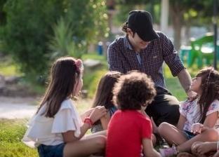"""""""فوتو سيشن"""" تمثيلي للعنف ضد الأطفال.. المصور يرفع شعار """"ارحموهم"""""""