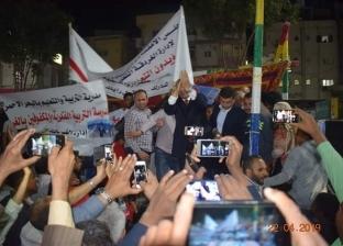 أهالي الغردقة يحتفلون بنجاح الاستفتاء في ميدان عبدالمنعم رياض