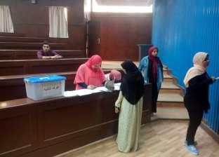 """إقبال ضعيف على انتخابات اتحاد الطلاب داخل لجان """"آداب حلوان"""""""
