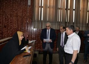 رئيس جامعة المنصورة يتفقد امتحانات الفصل الدراسي الثاني بـ3 كليات