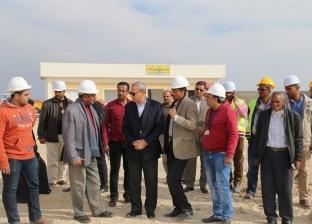 محافظ قنا يتفقد مشروع إنتاج الحريرومجمع شوادر نقادة