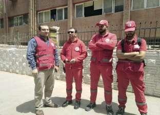 فريق من «الهلال الأحمر» يشارك فى الاستفتاء أمام اللجان: حد عنده حالة طارئة؟