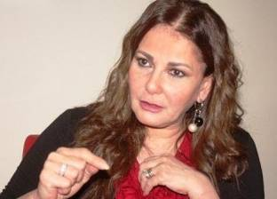 """آثار الحكيم: أنا اعتزلت الفن والإعلام.. و""""محمد صلاح استثنائي وشدني"""""""