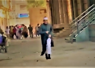 """والد مصور فيديو """"اجري يا شيخ"""": منظر عفوي وجري من الصلاة"""