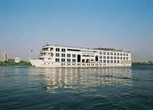 وزير خارجية الإمارات يصل أسوان على متن باخرة سياحية في جولة سياحية