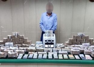 ضبط شخص بتهمة الإتجار غير المشروع في النقد الأجنبي