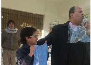 """مدير المدرسة يروي لـ""""الوطن"""" حكاية تكريم طالب متفوق بـ""""فوطة"""" هدية"""