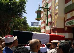 بالصور| قيادات أسيوط تؤدي صلاة الجنازة على مدير الأمن