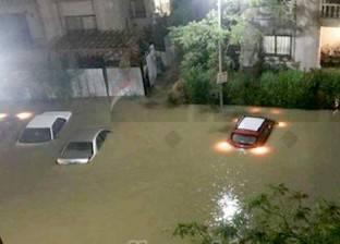 «الكومباوندات» تحت رحمة مياه الأمطار.. وسكانها: «كسحنا الميه والطين بالجرادل»