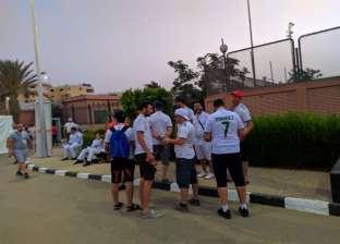 جماهير الجزائر بالشوارع بحثا عن تذكرة سفر.. ومشجع: الأعداد فاقت التوقعات