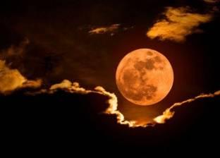 """هجوم شياطين وإكسير الخلود.. هكذا ظهر خسوف القمر في """"الأساطير"""""""
