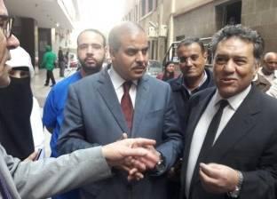 رئيس جامعة الأزهر يزور طالبا سقط من الدور الأول بالمدينة الجامعية