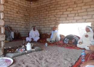 بالصور| رئيس مدينة دهب يستمع لشكاوى القبائل البدوية