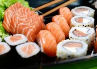 """دراسة: السوشي يحتوي على """"ميكروبيدات"""" توجد في المكياج ومزيلات العرق"""