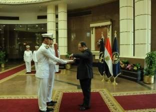 وزير الداخلية يشهد حفل تخريج دفعة من الأمناء المؤهلين لكادر الضباط