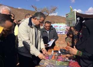 بالصور| وزير الآثار يتفقد معرض الحرف اليدوية بسرابيط الخادم