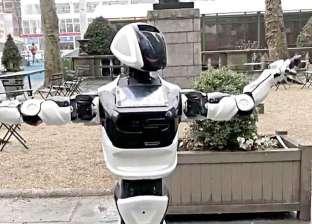 طوله 5 أقدام.. روبوت يتجول في شوارع أمريكا بحثا عن كورونا