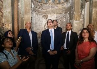 سفير مصر لدى سويسرا يتسلم 26 قطعة أثرية