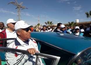 بالصور| وزيرا الري والرياضة ومحافظ أسوان يستقلون سيارة عبدالناصر
