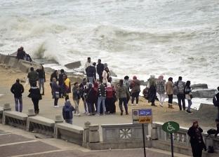 تحذير لرواد «كورنيش إسكندرية»: ارتفاع الأمواج 6 أمتار