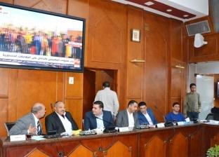 """محافظ القاهرة في غرفة عمليات متابعة الاستفتاء: """"لا توجد أي معوقات"""""""
