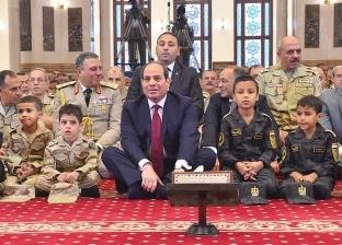 بالفيديو| الرئيس السيسي يشارك أبناء الشهداء الصلاة والاحتفال عيد الفطر