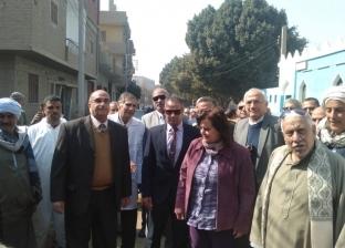محافظ أسيوط ونائب وزير الزراعة يتفقدان أعمال القافلة الطبية البيطرية