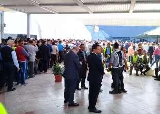 وزير الطيران المدني يتفقد لجان التصويت بمطار القاهرة.. ويشكر العاملين
