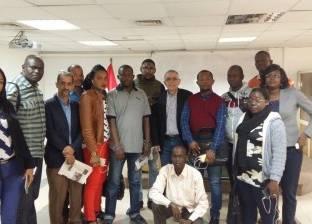 تحليل الخطاب الإعلامي والسياسي في محاضرة لوفد الإذاعيين الأفارقة