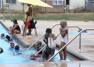 بالفيديو  طرد أطفال مسلمين من حمام سباحة في أمريكا بسبب ملابسهم