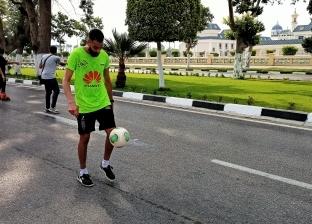 يسعى لدخول «جينيس».. «سانتوس» يسير «7 كيلو» بكرة القدم دون لمس الأرض