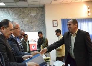 وزير التنمية المحلية يكرم عددا من القيادات المتميزة في المحليات بسوهاج