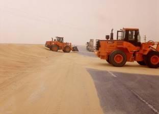 غلق طريق فرعي بسبب الكثبان الرملية بمركز أبو قرقاص في المنيا